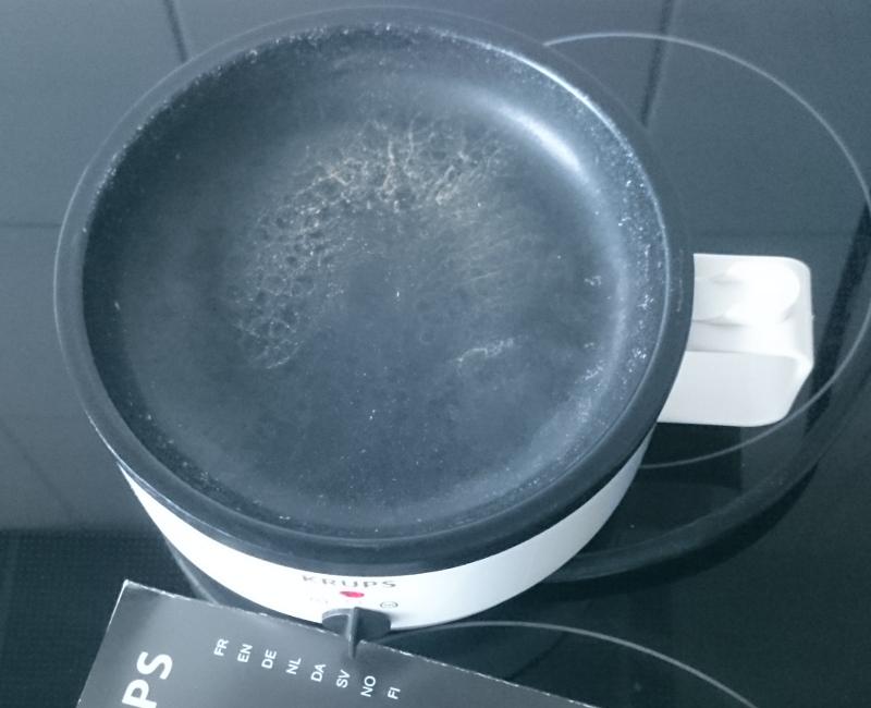 Kochplatte des Ovomat Eierkochers nach einer Benutzung